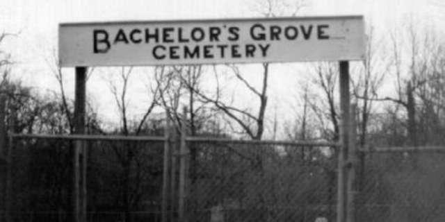 bachelors_grove_sign
